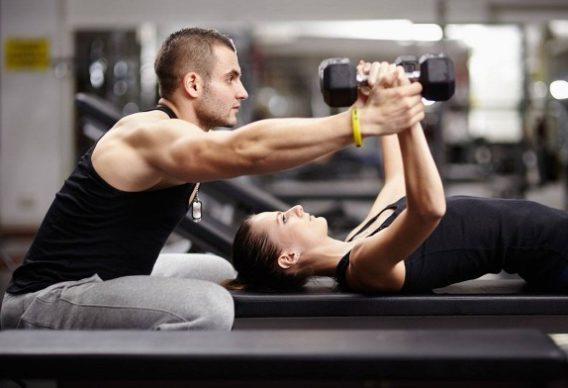 Προπόνηση με ασκήσεις πιέσεων